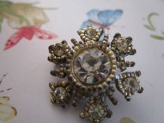"""Just updated Vintage tiny round clear stone brooch in fair condition for age over 1""""wide £2.55"""