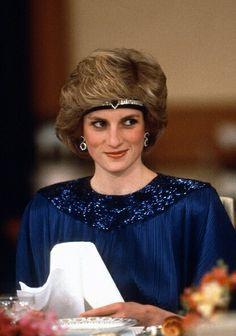 Princess Diana did the  choker-as-headband stunningly!