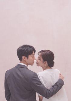 Pre Wedding Poses, Wedding Couple Poses, Couple Posing, Couple Shoot, Korean Wedding Photography, Couple Photography Poses, Hello Photo, Foto Wedding, Z Cam