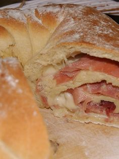 Brot backen – der italienische Klassiker 'Tortano' There is hardly anything better than freshly baked bread. If it is still filled: A dream! Every bread can be baked with this simple Tortano recipe! Sandwich Recipes, Lunch Recipes, Bread Recipes, Salmon Recipes, Seafood Recipes, Italy Food, Bread Baking, Baking Muffins, Italian Recipes