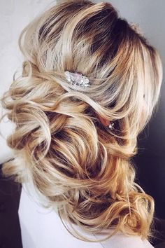 awesome 54 Gorgeous Wedding Hairstyles Ideas For You http://lovellywedding.com/2018/03/22/54-gorgeous-wedding-hairstyles-ideas/