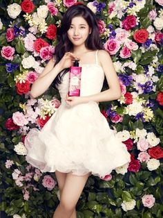 """Suzy Exudes Healthy and Beautiful Glow for LG's """"On: The Body"""" Bae Suzy, Pretty Asian, Beautiful Asian Girls, Pretty Girls, Miss A Suzy, Kpop Girl Bands, Korean Street Fashion, Asian Fashion, Korean Celebrities"""