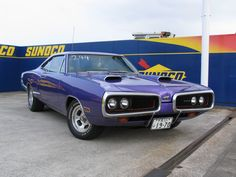≪No.0361≫  ・ニックネーム  Benny's        ・メーカー名、車種、年式  1970年 Dodge Coronet     ・アピールポイント  クオーターのCストライプとスーパービーのキャラクターがポイント。  ホワイトインテリアとプラムクレージー(紫)のボディーカラーが非日常的です。  子供のお迎えには乗ってゆかないでと女房が世間体を気にしてしまう素敵な車です