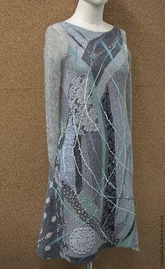 Купить или заказать Валяное платье Ветер в ивах в интернет-магазине на Ярмарке Мастеров. Завораживающее, деликатное, уютное, это платье еще долго будет раскрывать свои секреты, всякий раз позволяя глазу отправиться в новое путешествие. Связанные из мохера нарочито длинные рукава можно либо надевать как митенки, предусмотрено отверстие для большого пальца, либо красиво драпировать на запястье. В платье существуют цельноваляные карманы для принятия непринужденной позы)) В работе…