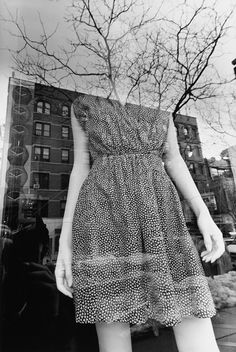 New York City, 2011 gelatin-silver print x inches (image) 20 x 16 inches (sheet) (flowery dress) © Lee Friedlander, courtesy Fraenkel Gallery, San Francisco Lee Friedlander, Walker Evans, Eugene Atget, Robert Frank, Diane Arbus, City Photography, History Of Photography, Framing Photography, Artistic Photography