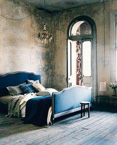 Bed! Love the headboard/footboard.