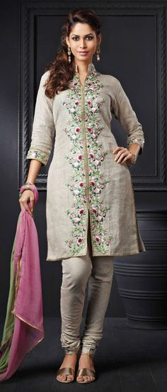 Buy Indian dresses online - the most fashionable Indian outfits for all occasions. Check out our new arrivals - the latest Indian clothes trending in Salwar Designs, Pakistani Outfits, Indian Outfits, Hijab Style, Mode Hijab, Embroidery Dress, Indian Dresses, Traditional Dresses, Indian Wear