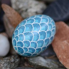 pysanky eggs for kids . pysanky eggs tutorial how to make . pysanky eggs pattern coloring pages Cool Easter Eggs, Ukrainian Easter Eggs, Hoppy Easter, Easter Tree Decorations, Easter Egg Pattern, Easter Egg Designs, Dragon Egg, Blue Dragon, Dragon Scale