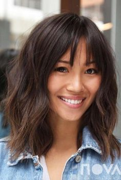 Frisuren 2019 30 Trendy Medium Length Hairstyles for Thick Hair Trend Bob Hairstyles 2019 Thin Wavy Hair, Haircut For Thick Hair, Layered Bob Thick Hair, Thick Hair Bangs, Medium Layered, Short Wavy, Long Layered, Short Cuts, Medium Long Hair
