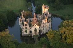 Le Château de la Mothe-Chandeniers dans la Vienne. France.