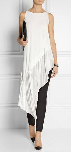 Stunning Donna Karan Stretch Crepe Leggings Style Pants with Asymmetrical Tunic. I love how the tunic flows from the hip into soft folds it's so very elegant. I would love this in my Wardrobe and would wear it often. Donna Karan, Look Fashion, Womens Fashion, Fashion Design, Fashion Outfits, Trendy Fashion, Fashion Ideas, Vetements Clothing, Mode Hippie