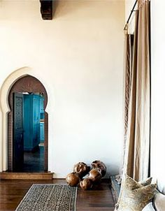 I'm in the mood to travel to Morocco and see some beautiful interiors to inspire my all-white-minimalist-meets-a-splash-of-moroccan-colour decorating scheme in the long distant future when I can finally afford to reno the family home.