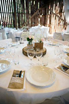 Table setting for a barn wedding. . . . #wedding #inspo #details #setting #decor #barn #weddingdetails #bröllop #dukning #ideer #lantligt #pastell #rustikt #rustic #lovarg #bröllopsfotograf #stockholm