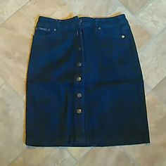 Denim skirt Dark blue. Straight fit. Stretch. Size 4 petite Liz & co Skirts Mini
