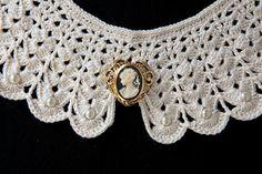 Cuello de ganchillo con camafeo por Madewithlovebym en Etsy, €32.00