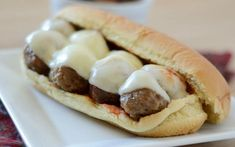 Sink your teeth into this healthy and delicious protein-packed meatball sub, topped with melted mozzarella cheese - all without feeling guilty! For more awesome and delicious recipes, check out Meatball Sub Recipe, Meatball Subs, Healthy Eating Recipes, Healthy Foods To Eat, Healthy Eats, Macro Friendly Recipes, Macro Recipes, Avatar Nutrition, Cheesy Meatballs