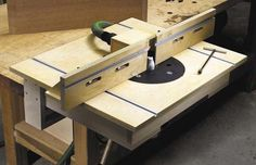 Download free router table fence plans with this tutorial.