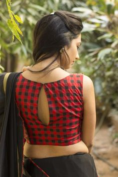 Buy readymade blouse online shopping india has got variety of blouse designs, designer blouses, ready to wear saree blouses. Saree Blouse Neck Designs, Blouse Patterns, Neckline Designs, Kurta Designs, Mehndi Designs, Stylish Blouse Design, Plain Saree, Blouse Styles, Hijab Styles