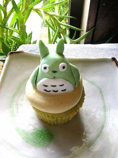 totoro cupcake 4 by chotda, via Flickr