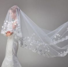 Cathedral veil with flower applique Style V1289