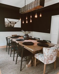 Black Dining Chairs, Contemporary Dining Chairs, Modern Contemporary, Mismatched Dining Chairs, Casa Magnolia, Living Comedor, Dining Room Inspiration, Dining Room Design, Industrial Dining Rooms