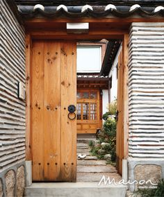 Once Again, Eventhough this is very old, I could see placing containers in a similar arrangement, adding a huge wooden door to a secret court yard, maybe pond/water feature? Facade Design, Exterior Design, House Design, Traditional Doors, Traditional House, Chinese Architecture, Interior Architecture, Japanese Style House, Asian Interior