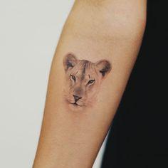 Mutterschaft Tattoos, Lion Head Tattoos, Dope Tattoos, Mini Tattoos, Body Art Tattoos, Small Tattoos, Sleeve Tattoos, Tatoos, Ankle Tattoos For Women