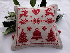 Christmas cross stitch.  Click through for pattern.  Repinned by www.mygrowingtraditions.com