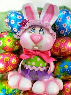 Huevo disfrazado de conejo