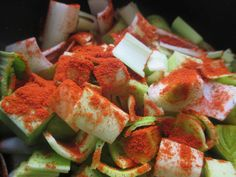 Du saumon fumé ? Dans des recettes a pas cher ? Disons que c'est de saison, et la c'est une manière simple d'utiliser des restes ( après les toasts du réveillon ) . Ce sera également la troisième recette au paprika ( après les haricots vert au paprika...