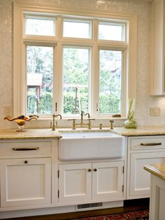 Love the sink and faucets!