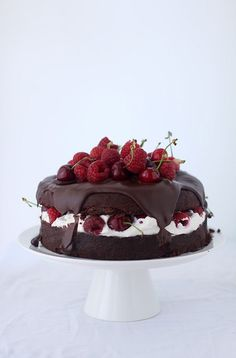 My Lovely Food : Chocolate mascarpone torte with cherries Fruit Recipes, Desert Recipes, Sweet Recipes, Great Desserts, Delicious Desserts, Un Cake, Gourmet Cooking, Biscuit Recipe, Chocolate Desserts