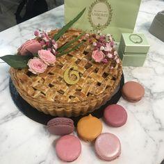 receta de Appel pie decorado para el 6 aniversario de la Tarteria. Cupcakes, Fondant Cakes, Lolly Cake, Homemade Recipe, Bolo De Chocolate, Candy Stations, Homemade, Recipes, Cupcake Cakes