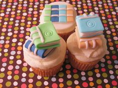 Book lover topper - for that quick sugar high while writing. Fondant Cake Toppers, Cupcake Toppers, Cupcake Ideas, Book Cupcakes, Cupcake Cookies, Yummy Treats, Sweet Treats, Book Cafe, Cake Art