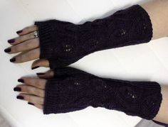 Leafy fingerless gloves in Wollmeise Madame Souris, pattern is free on ravelry. :-)