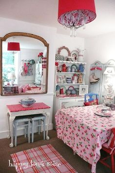 Cottage style dining area by Happy Loves Rosie