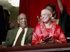 Esposa de Cosby termina de dar su testimonio - http://a.tunx.co/Hc46G