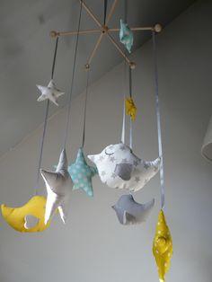 Mobile étoiles et oiseaux blanc, vert d'eau et jaune