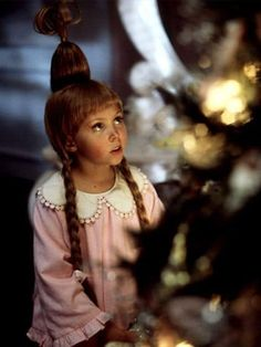 Cindy Lou Who in How the Grinch Stole Christmas Cindy Lou Wer in Wie der Grinch Weihna. Cindy Lou Who Hair, Cindy Lou Who Costume, Christmas Characters, Christmas Movies, Christmas Parties, Christmas Scenes, Christmas Specials, Christmas Makeup, Christmas Mood