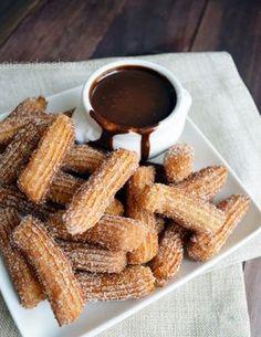 Churros con salsa de chocolate   http://www.pizcadesabor.com/2013/09/09/churros-con-salsa-de-chocolate/