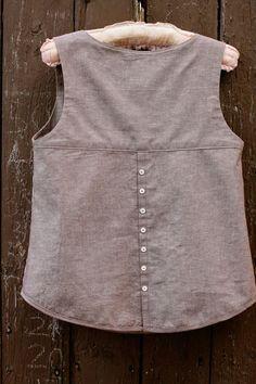 Resultado de imagen para deer and doe datura blouse Dress Sewing Patterns, Clothing Patterns, Kurta Designs, Blouse Designs, Short Tops, Linen Dresses, Sewing Clothes, Fashion Models, Fashion Dresses