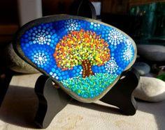 Large Hand Painted Stone Colorful Dot Art por P4MirandaPitrone