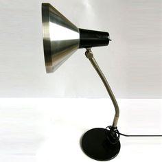 15% korting Schitterende strakke jaren 60 HALA bureau lamp ontworpen door Busquet  Overzicht      Vintage     1960s     Materiaal: metal     Feedback: 34 recensies     Verzendt wereldwijd vanuit Houten, Utrecht
