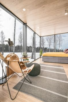 Lakeside Tiny House in Estonia with Over-sized Reflective Windows Modern Tiny House, Tiny House Cabin, Tiny House Living, Tiny House Design, Living Room, Luxury Homes Interior, Home Interior, Interior Design, Tiny House Rentals