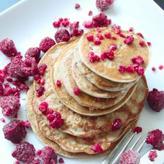 Perfect Four Ingredient Pancakes by Honestly Fitness #healthy #pancakes http://www.honestlyfitness.com/2015/01/30/perfect-four-ingredient-pancakes/