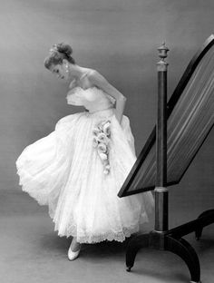 George Dambier 1950 photograph of Suzy Parker wearing a Jacques Heim dress