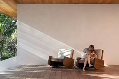 Chad Oppenheim designed this holiday house on habour Island in the Bahamas, Carlos Motta Asturias Chairs