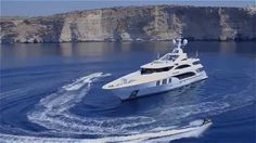 Benetti - Ocean Paradise (55m yacht) #umbrella #multivalvola #yachtingline www.yacdhtingline.it