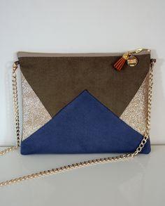Image of Pochette *EMMA* kaki, bleue et dorée. Leather Belts, Leather Bag, Diy Handbag, Little Bag, Knitted Bags, Scarf Styles, Clutch Purse, Fashion Bags, Crafts