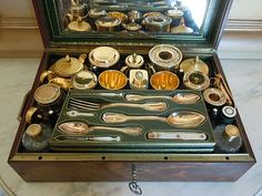 Antique travelling sets on pinterest antiques vanity set and traveling - Necessaire pique nique ...
